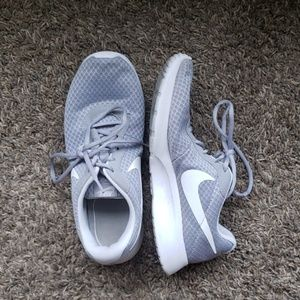 Women's Nike Tanjun Shoes - Size 10